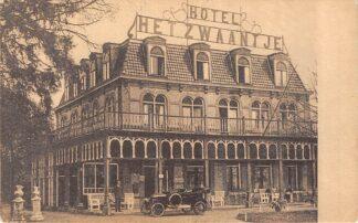 Ansichtkaart De Lutte bij Oldenzaal Hotel Het Zwaantje met auto 1929 HC22008