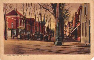 Ansichtkaart Schagen Gedempte Gracht met volk 1927 HC22013