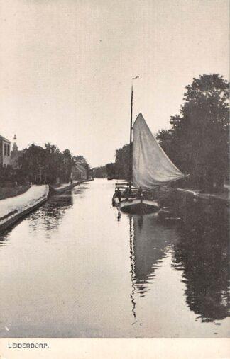 Ansichtkaart Leiderdorp Binnenvaart schepen Gereformeerde Kerk HC22436