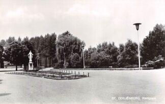 Ansichtkaart Sint-Odiliënberg bij Roermond Kerkplein met monument HC22644
