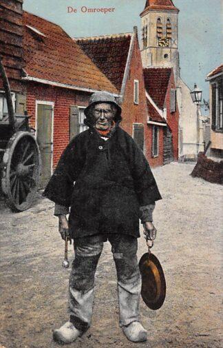 Ansichtkaart Scheveningen De Omroeper Straatleven Klederdracht 's-Gravenhage 1918 HC22775