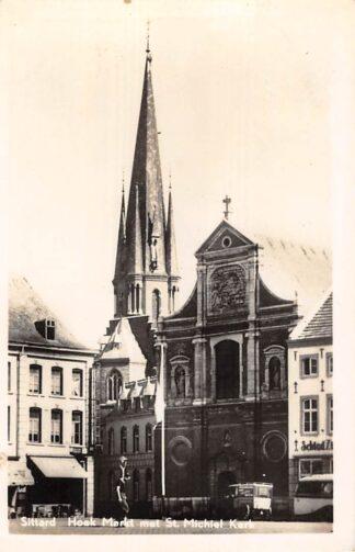 Ansichtkaart Sittard Hoek Markt met St. Michiel Kerk Auto en Bus HC22866