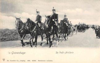 Ansichtkaart 's-Gravenhage De Veld-Artillerie Soldaten te paard met geschut Militair 1904 HC22901