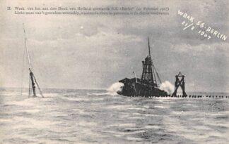 Ansichtkaart Hoek van Holland Wrak van het aan den Hoek van Holland gestrande S.S. Berlin 21 Februari 1907 Links mast van 't gezonken voorschip Scheepsramp Scheepvaart Schepen HC23067