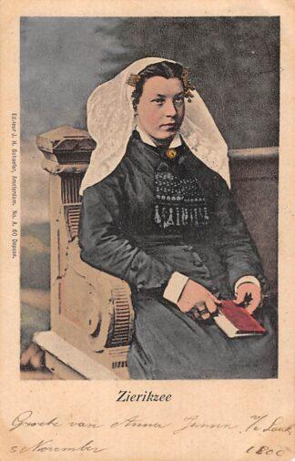 Ansichtkaart Zierikzee Kerkgangster in klederdracht 1901 HC23211