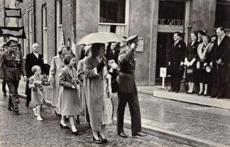 Ansichtkaart Wageningen Tiende Nationale Bevrijdingsdag 5 Mei 1955 Hotel 'De Wereld' Prins Bernhard en Koningin Juliana Koningshuis HC23222