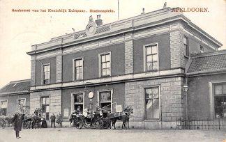 Ansichtkaart Apeldoorn Station Aankomst van het Koninklijk Echtpaar Stationsplein 1907 Tulp Spoorwegen HC23239