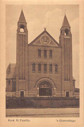 Ansichtkaart 's-Gravenhage Kamperfoelieplein Kerk H. Familie HC23259