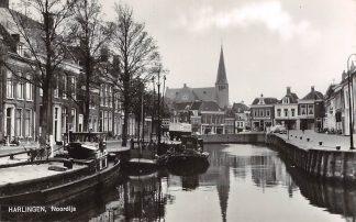 Ansichtkaart Harlingen Noordijs met binnenvaart schepen Scheepvaart Kerk 1963 HC23273