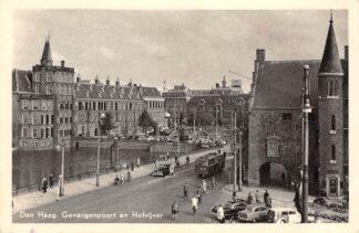 Ansichtkaart 's-Gravenhage Gevangenpoort en Hofvijver Parlementsgebouwen Bus Auto 1958 HC23340