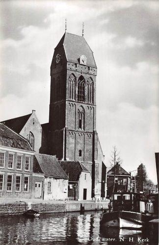 Ansichtkaart Oudewater Hollandsche IJssel met Ned. Hervormde Kerk en binnenvaart schepen Scheepvaart 1966 HC23390