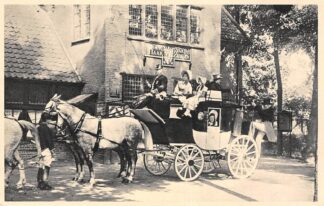 Ansichtkaart Filmster Film Lage Vuursche In 't Wapen van Haarzuijlen Hoog op de gele wagen Postkoets Paard en wagen Sylvain Poons Ziekenhuis 1953 Baarn HC23696