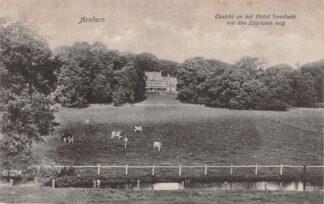 Ansichtkaart Arnhem Gezicht op het Hotel Sonsbeek v/a den Zijpendaalse weg HC24018