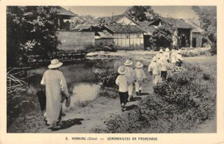 Ansichtkaart China Nanning Seminaristes en promenade Saint-Pierre-Apotre Frankrijk France Azië HC24080