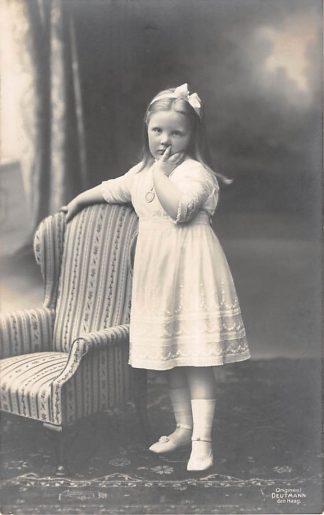 Ansichtkaart 's-Gravenhage Prinses Juliana als kleuter 1914 Type fotokaart Koningshuis HC24105