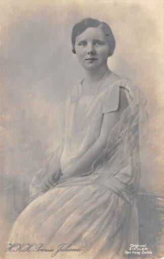 Ansichtkaart 's-Gravenhage H.K.H. Prinses Juliana als tiener Type fotokaart Koningshuis HC24110