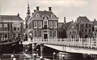 Ansichtkaart Harlingen Stadhuis Noorderhaven Raadhuisbrug Vissers schip Bru 16 Bruinisse 1971 HC24361