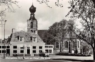 Ansichtkaart Dwingeloo N.H. Kerk en Hotel De Brink Auto 1962 HC24363