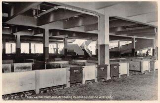 Ansichtkaart Leeuwarden Leeuwarder Veemarkt Afdeeling Varkens (onder de Verdieping 1929 Fotokaart Markt HC24431