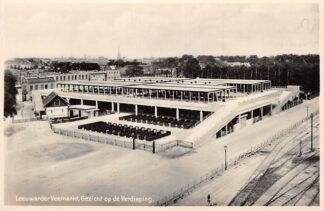 Ansichtkaart Leeuwarden Leeuwarder Veemarkt Gezicht op de Verdieping 1929 Fotokaart Markt HC24435