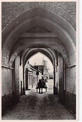Ansichtkaart Zierikzee Stadspoort met paard en wagen en molen HC24464
