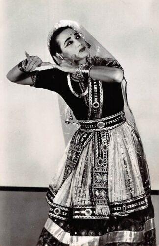 Ansichtkaart Amsterdam Kon. Inst. v.d. Tropen Indiase danseres Mohini Dewi India Azië 1961 HC24523