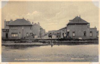 Ansichtkaart Waddinxveen Burgemeester Trooststraat vanaf de Gouwe 1938 HC24529