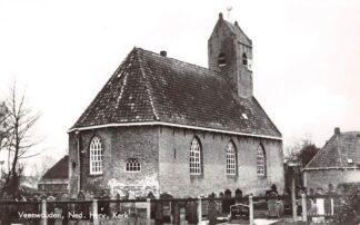 Ansichtkaart Veenwouden Ned. Hervormde Kerk met kerkhof HC24546