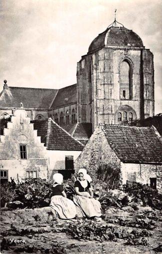 Ansichtkaart Veere Meisjes in klederdracht Kerk HC24699