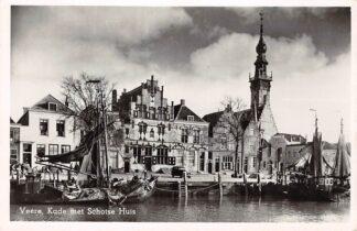 Ansichtkaart Veere Kade met Schotse Huis en vissers schepen Noord-Beveland HC24708