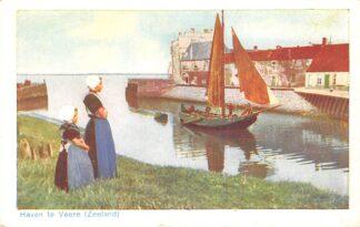 Ansichtkaart Veere Haven met vissers schip Moeder en dochter in klederdracht Noord-Beveland HC24721