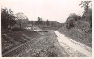 Ansichtkaart Valkenburg (LB) Weg naar de Kluis met spoorweg 1946 Type fotokaart Spoorwegen HC24813
