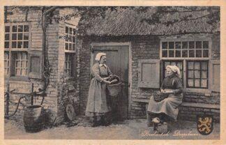 Ansichtkaart Brabantsch Dorpsleven Buurpraatje, origineele 17e eeuwsche boerenwoning Klederdracht 1946 HC24956