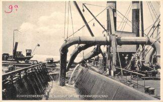 Ansichtkaart Zuiderzeewerken De Sluisput op hetKornwerderzand Zuiderzee IJsselmeer Bakkenzuiger Schepen HC25015