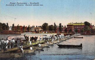 Ansichtkaart Dordrecht Korps Pontonniers Pontonbrug en kazerne Overtocht rijdende trein 1915 Militair HC25084