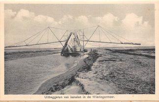 Ansichtkaart Wieringen Uitbaggeren van kanalen in de Wieringermeer IJsselmeer Zuiderzee Scheepvaart HC25105