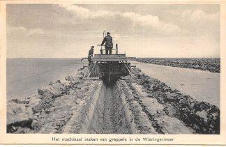 Ansichtkaart Wieringen Het machinaal maken van greppels in de Wieringermeer IJsselmeer Zuiderzee HC25110