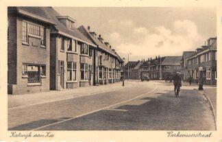 Ansichtkaart Katwijk aan Zee Varkevisserstraat SHELL benzinepomp 1944 HC25379