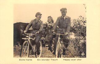 Ansichtkaart Film Filmster Willy Fritsch Lilian Harvey en Willi Forst op de fiets in Ein Blonder Traum Etoile filante Happy ever after UFA Ross Verlag 143/6 HC25414