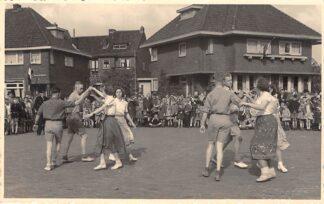 Ansichtkaart Gouda Fotokaart Sophiastraat hoek Graaf Florisweg Bevrijdingsfeest ? HC25885