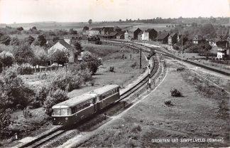 Ansichtkaart Simpelveld Station met trein Spoorwegen 1965 HC26035