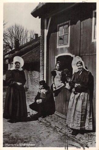 Ansichtkaart Huizen Huizer Klederdrachten 1953 HC26088