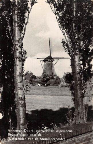Ansichtkaart Aalsmeer Doorkijkje vanaf de Algemeene Begraafplaats naar de Watermolen van de Stormmeerpolder 1947 Molen HC26089