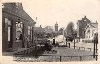 Ansichtkaart Baflo Gemeentehuis en Herv. Kerk Kruidenier De Kleine Beurs Groningen HC26140