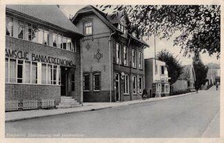 Ansichtkaart Sliedrecht Stationsweg met Postkantoor en Bank 1940 HC26163
