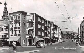 Ansichtkaart Nijmegen Augustijnenstraat VW 1961 HC26196