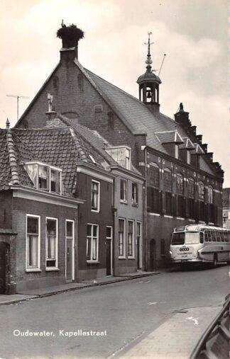 Ansichtkaart Oudewater Kapellestraat met VAVO Bus uit Schoonhoven 1960 HC26359