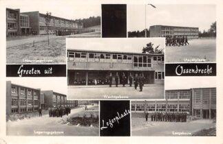 Ansichtkaart Ossendrecht Groeten uit Legerplaats 1956 Kazerne Legeringsgebouw Lesgebouw Wachtgebouw en Appelplaats Militair HC26393