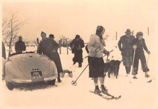Ansichtkaart Koningshuis Wassenaar 21 Januari 1940 Prinses Juliana op de ski's Winter 's-Gravenhage Prins Bernhard Auto HC26456