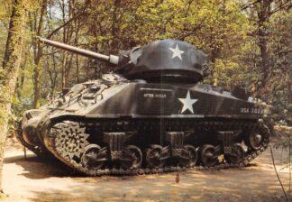 Ansichtkaart Overloon Nationaal Oorlogs- en Verzetsmuseum Museumpark Tank Sherman M4 USA Militair HC26482